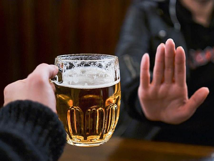 Bỏ hoặc hạn chế uống rượu bia là việc cần thiết để có một cơ thể khỏe mạnh
