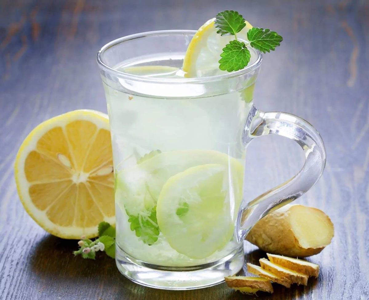 Uống ly chanh nóng buổi sáng có rất nhiều công dụng tốt cho sức khỏe
