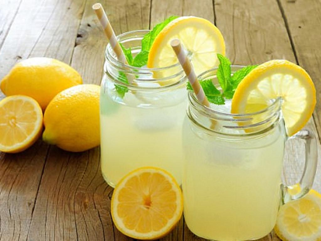 Nước chanh có chứa chất chống oxy hóa tốt cho sức khỏe ngày hè