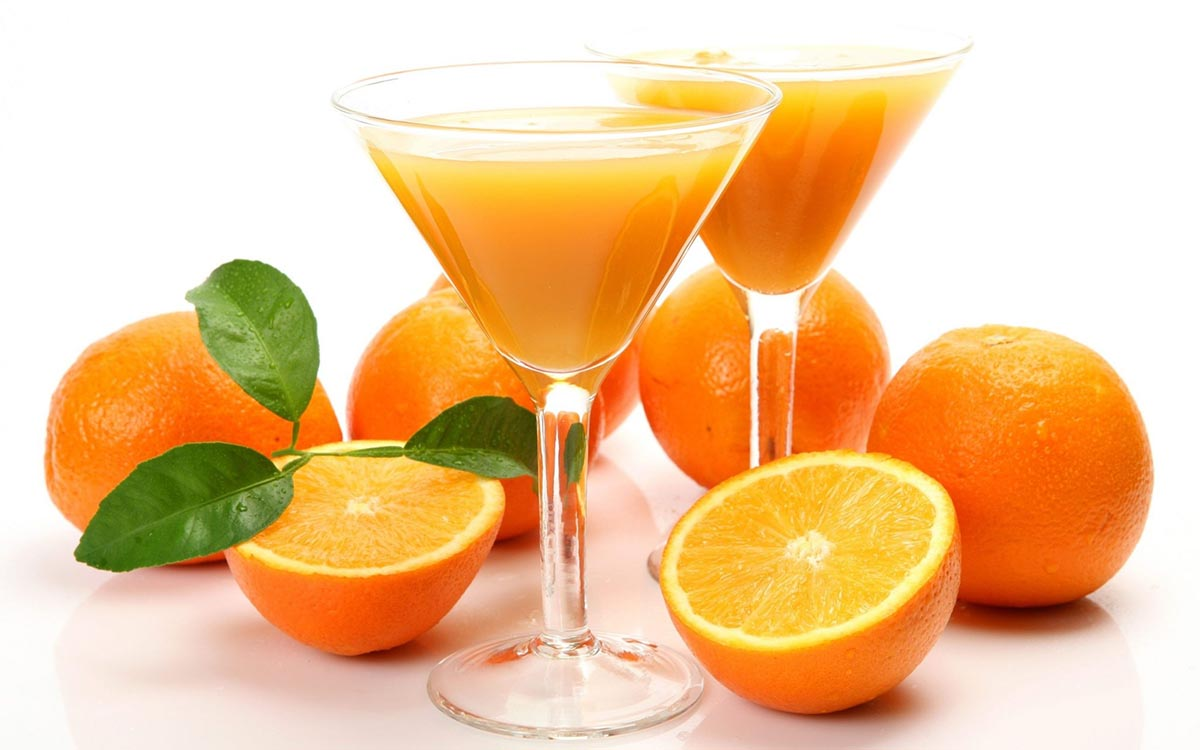 Trong bưởi cam có rất nhiều vitamin C tốt cho gan