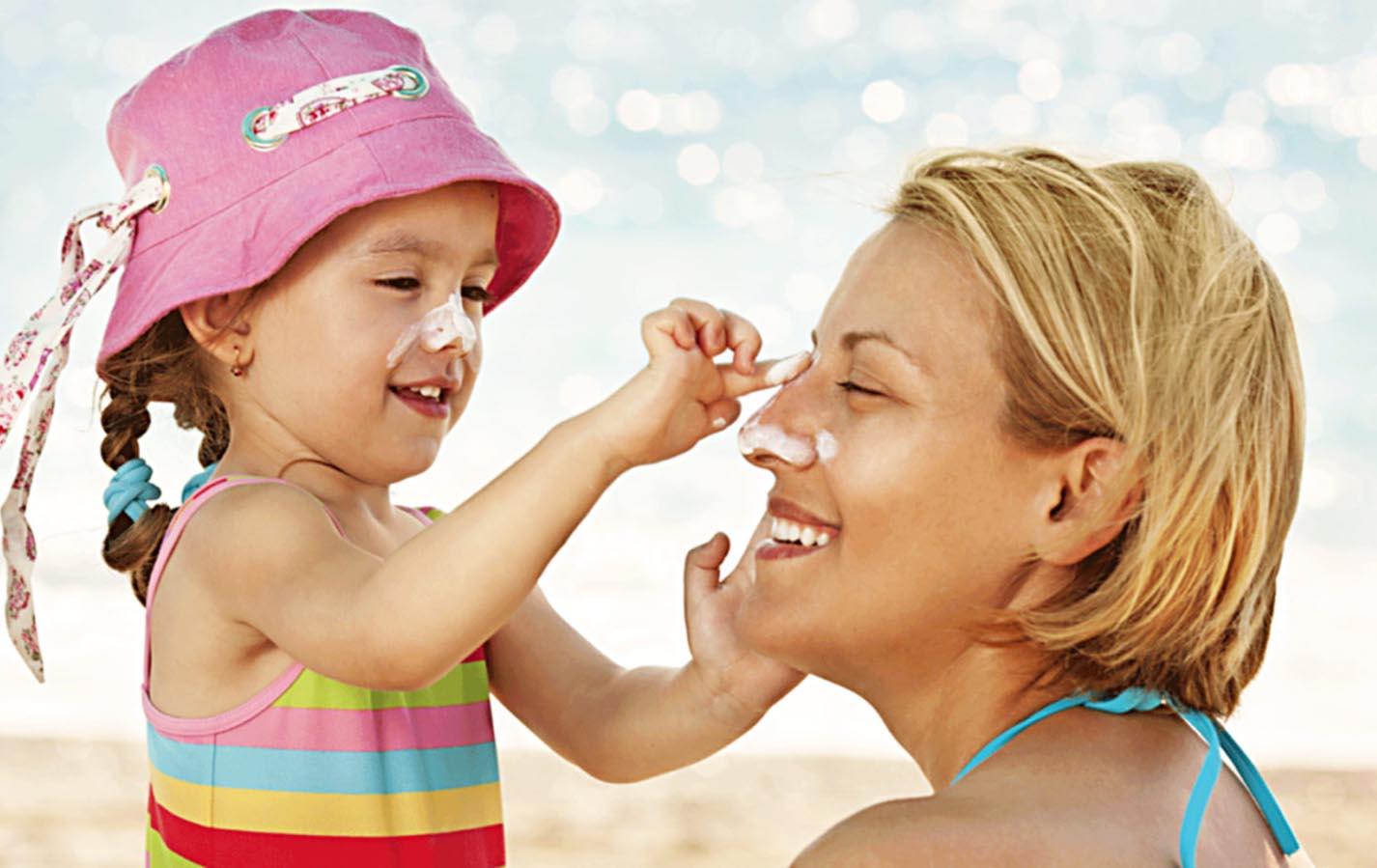Thoa kem chống nắng giúp bảo vệ da khỏi ánh nắng mặt trời