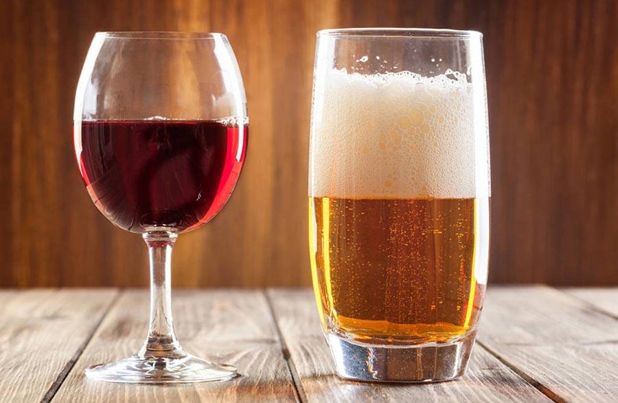 Uống nhiều rượu bia sẽ tạo thêm gánh nặng cho gan