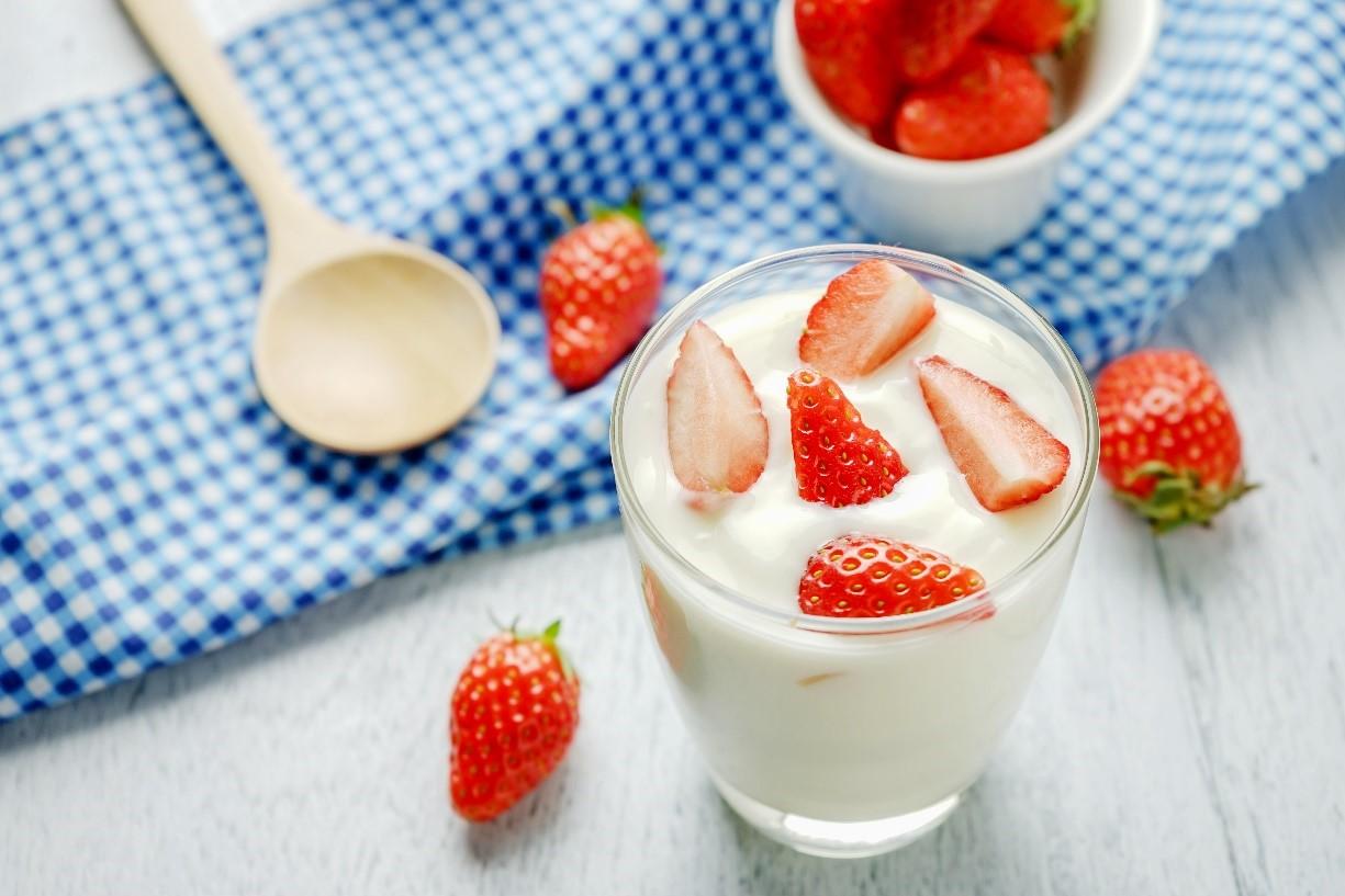 Sữa chua chứa nhiều lợi khuẩn tốt cho hệ tiêu hóa người mới ốm dậy