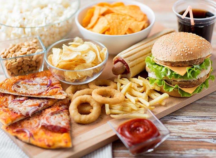 Thức ăn nhanh chứa nhiều dẫu mỡ không tốt cho gan