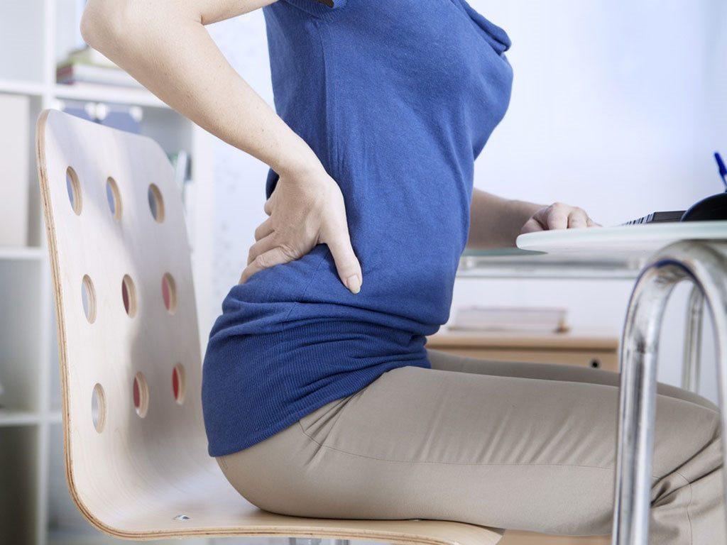 Ngồi bắt chéo chân có khả năng gây đau hông
